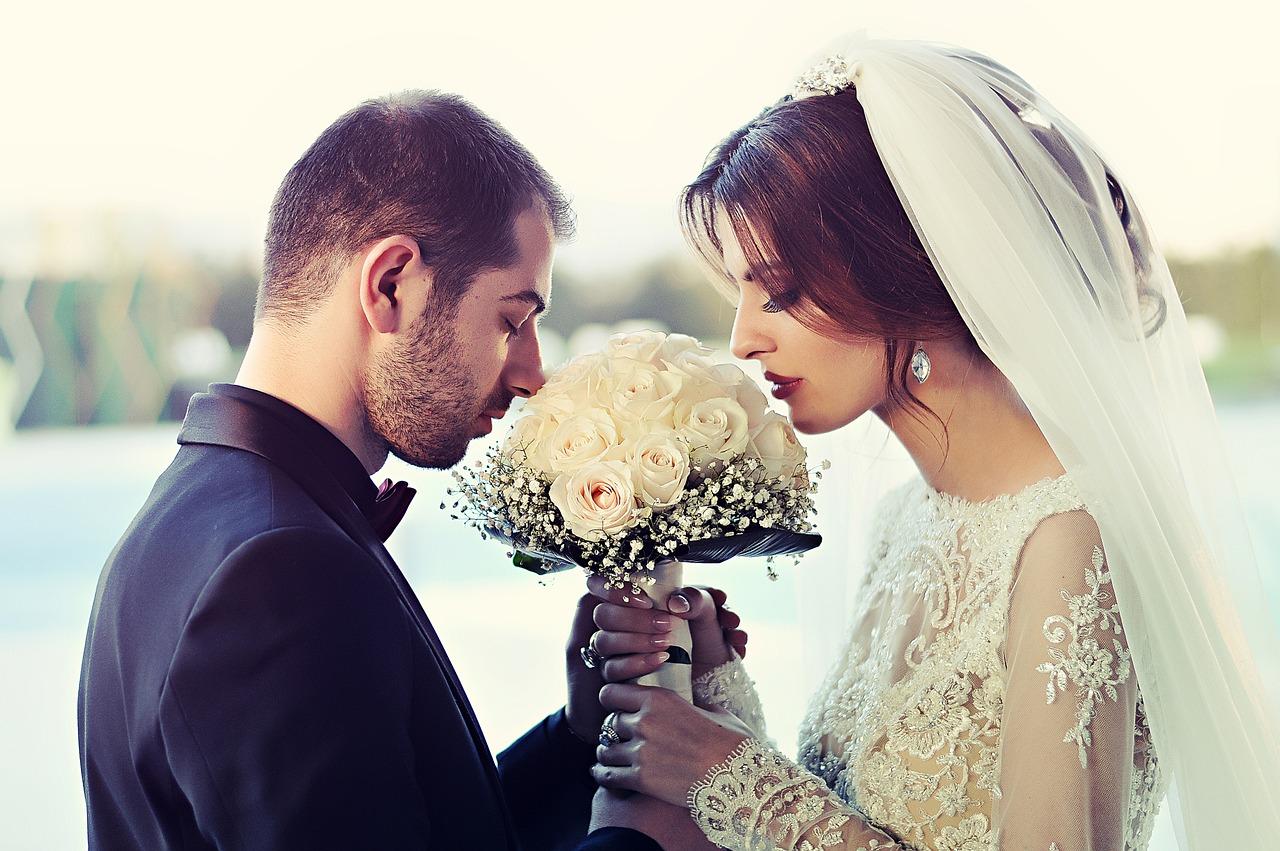 いつ結婚するかが分かる?!手相・結婚線の読み方とは