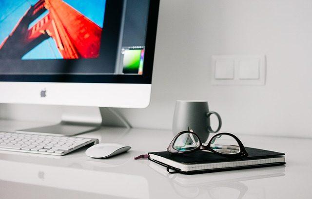 使い勝手が良くて効率もアップ!デスクの上を整理整頓しよう