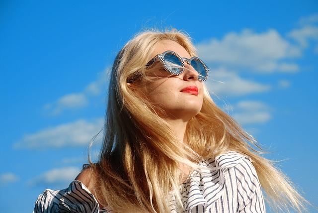 うねり髪の原因と効果的な改善方法
