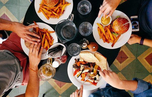 ダイエットの大敵!食べ物が頭によぎってしまう原因と対処法
