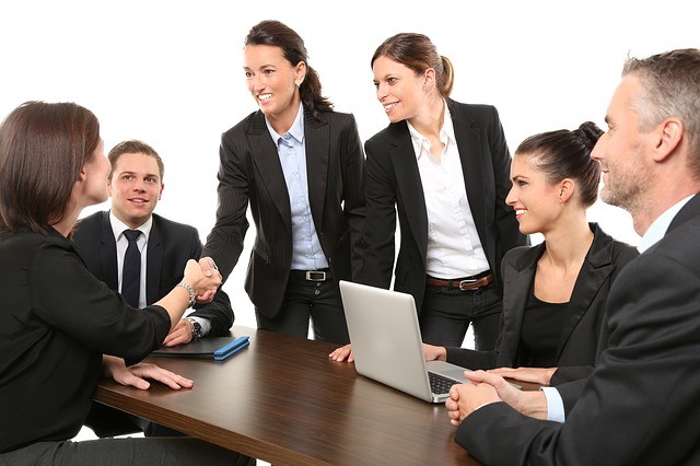 会社で愛される人になるためには?愛される人の特徴4つを真似しよう